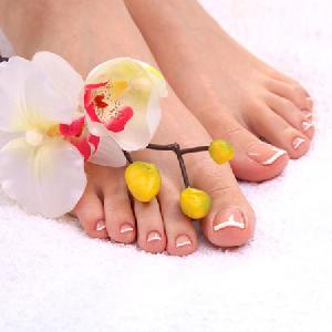 Massage chân thư giãn với thuốc Bắc gia truyền